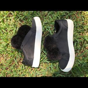 Platform shoes : black sheen with fur adornments
